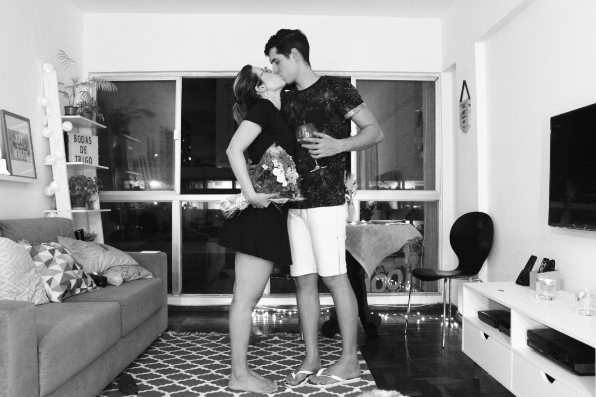 Case com alguém que dance com você no meio da sala